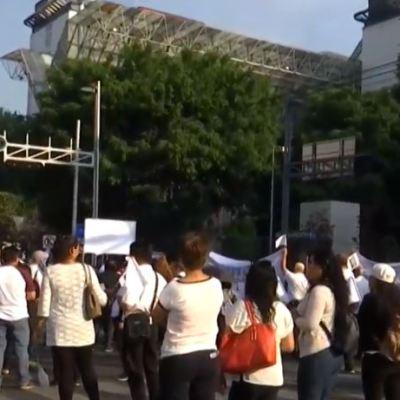 Trabajadores y médicos del ISSSTE marchan en la CDMX