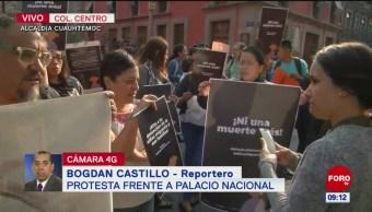 Protestan frente a Palacio Nacional por desaparecidos en México