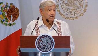 Foto: El presidente de México, Andrés Manuel López Obrador, ofrece su mensaje desde la Refinería 'Ing. Antonio Manuel Amor Ríos', en Salamanca, Guanajuato, 26 mayo 2019