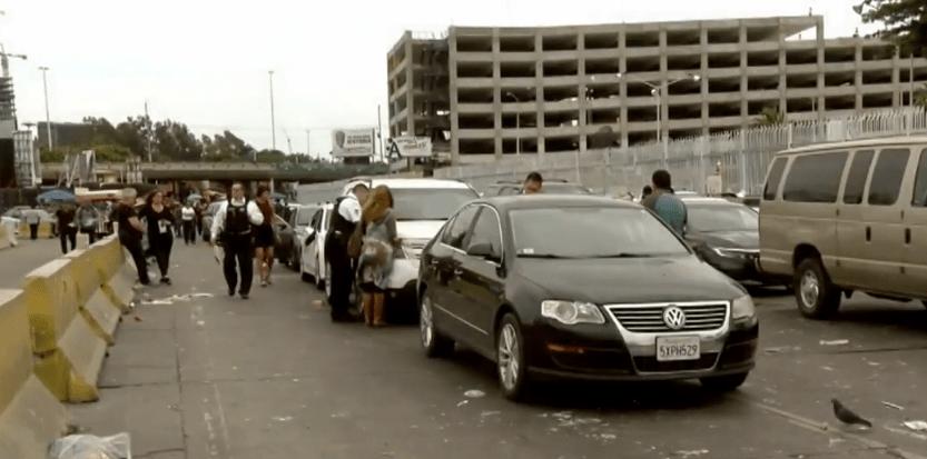 FOTO Rescatan a 2 estadounidenses de ser linchados en Tijuana (Noticieros Televisa 13 mayo 2019)
