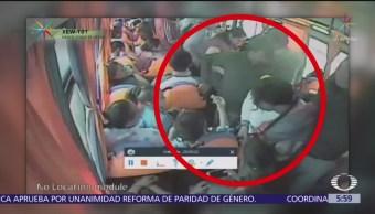 Roban con violencia a usuarios de transporte público en Tecamac, Edomex