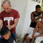 Migrantes cubanos buscan empleo mientras regularizan su estancia en México