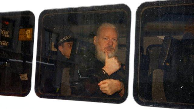 Fiscalía sueca presenta orden de detención contra Assange por violación