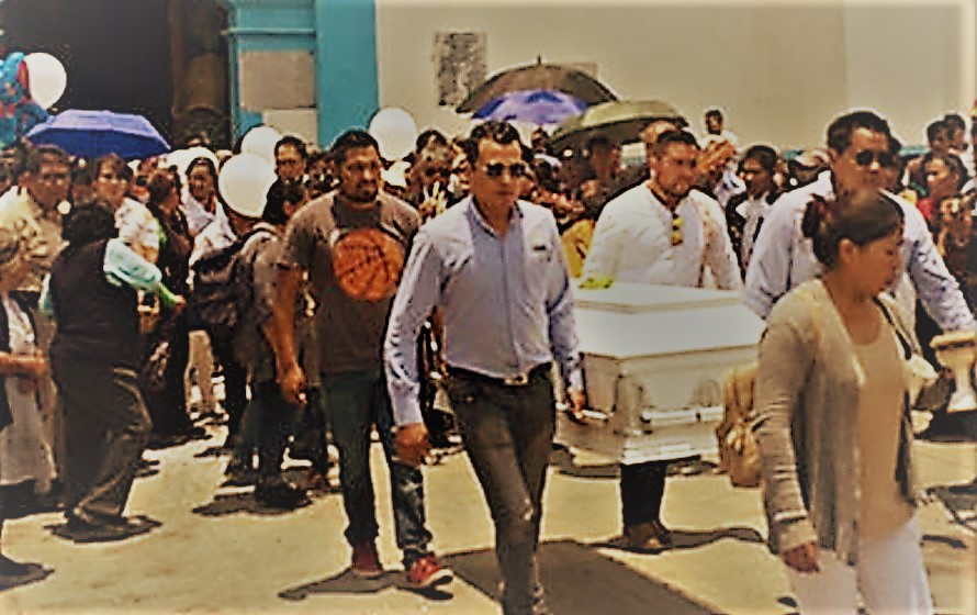 Entre globos y dulces, despiden a Santi, el niño que murió por una bala perdida en Puebla