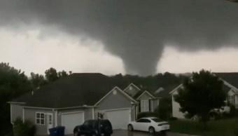 Tornado destructivo y violento azota Missouri; hay tres muertos