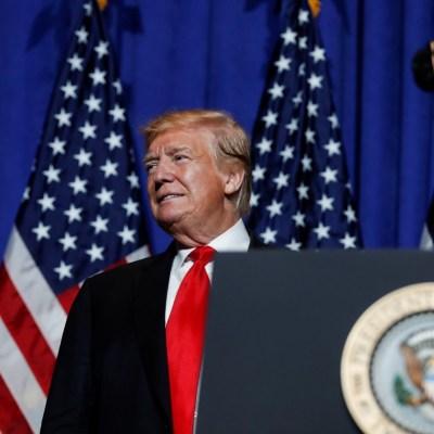 Trump rechaza autorizar transporte aéreo de migrantes