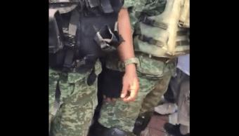FOTO Desarman y retienen a militares en La Huacana, Michoacán (Twitter)