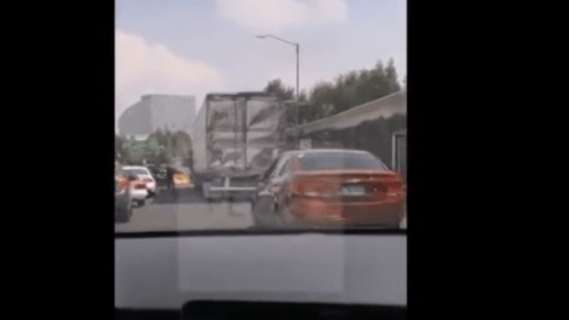 FOTO VIDEO: Policías dispararon a llantas de tráiler que perseguían en Santa Fe (FOROtv 26 mayo 2019)