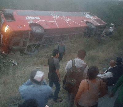 Vuelca autobús de pasajeros en Tamaulipas; muere una mujer