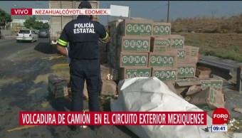 Vuelca camión con cientos de huevos en Edomex