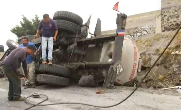 Foto: Los servicios de emergencia trabajaron en el lugar durante varias horas, lo que provocó un asentamiento vehicular, el 25 de mayo de 2019 (Noticieros Televisa)
