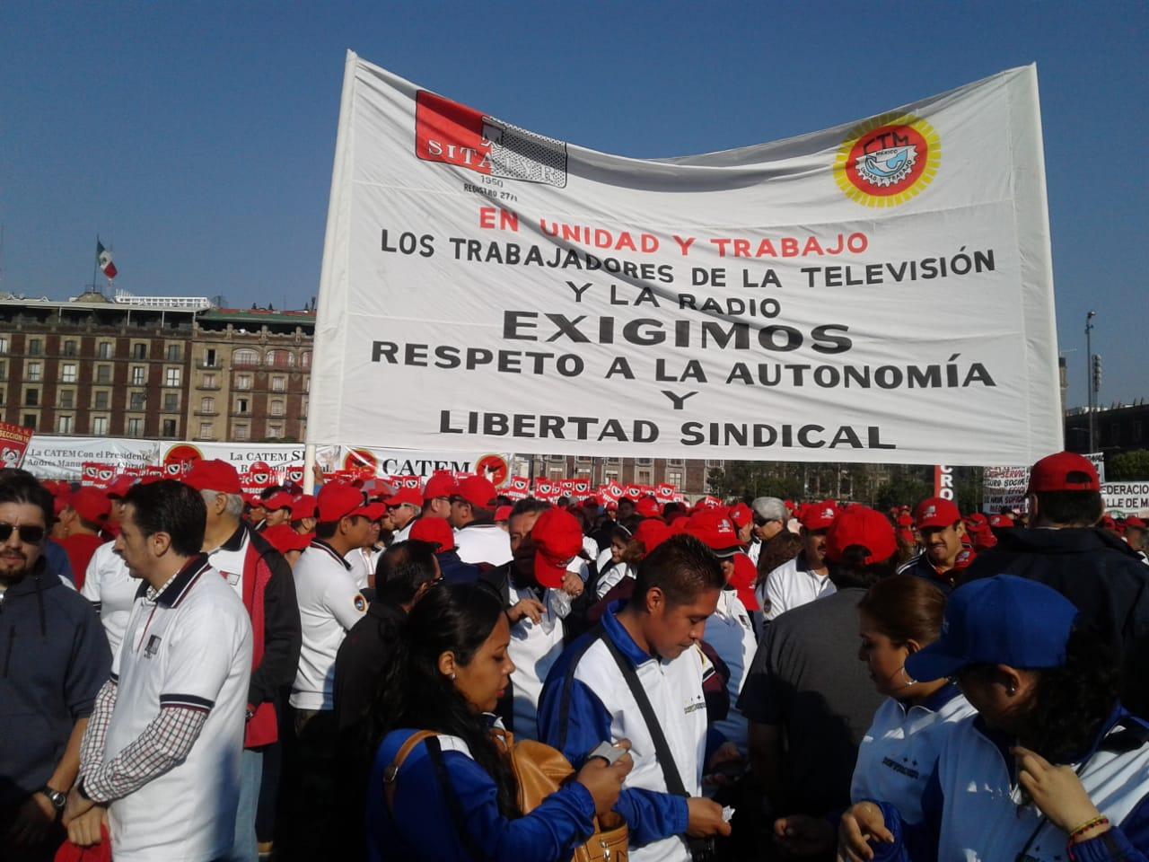 FOTO Zócalo CDMX reúne a sindicatos por Día del Trabajo (S.Servín 1 de mayo 2019 cdmx)