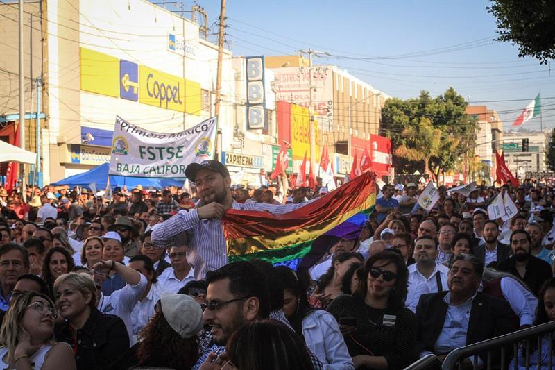 Foto: Miles de simpatizantes acudieron a un acto protocolario del presidente de México Andrés Manuel López Obrador este sábado, en la ciudad de Tijuana en el estado de Baja California. (EFE)