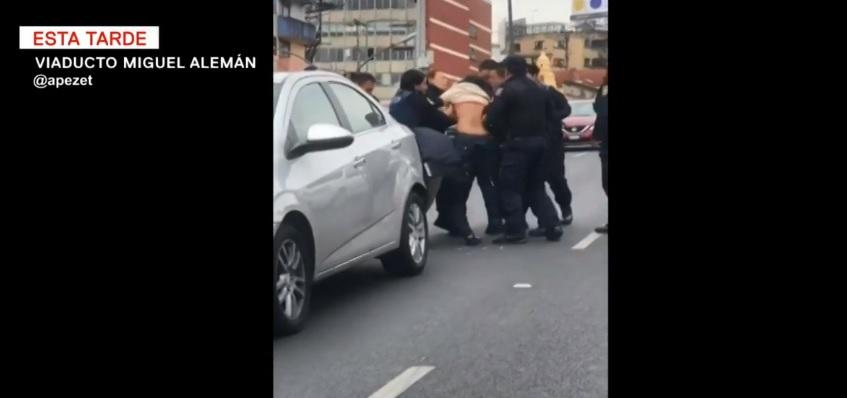 Video: mujer es agredida por policías capitalinos en el Viaducto