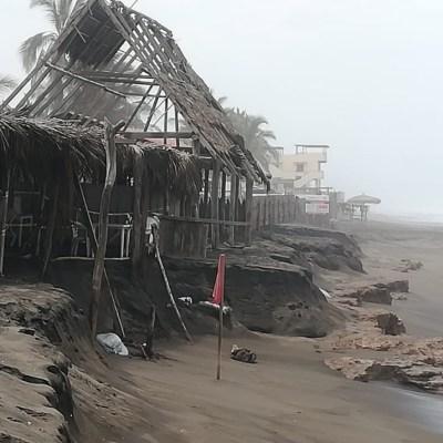 Alto oleaje causa afectaciones en costas de Colima