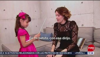 """Foto: Alondra de la Parra invita a su concierto a """"Alondrita de la Parra"""""""