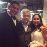 Foto: El presidente Andrés Manuel López Obrador posando con una pareja de novios en su boda, el 10 de junio de 2019 (Instagram liz_your_realtor)