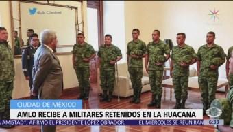 AMLO recibe a militares retenidos en La Huacana