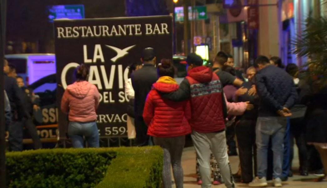 Foto: Personal de la Procuraduría retiró los cuerpos de dos personas del lugar para trasladarlas al anfiteatro e iniciar las investigaciones, el 23 de junio de 2019 (Noticieros Televisa)