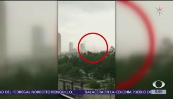 Cae grúa de construcción en Dallas, Texas y muere una persona