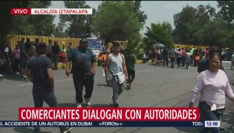 Comerciantes del tianguis de Santa Cruz Meyehualco dialogan con autoridades