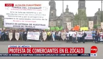 Comerciantes protestan frente al edificio del Gobierno de CDMX