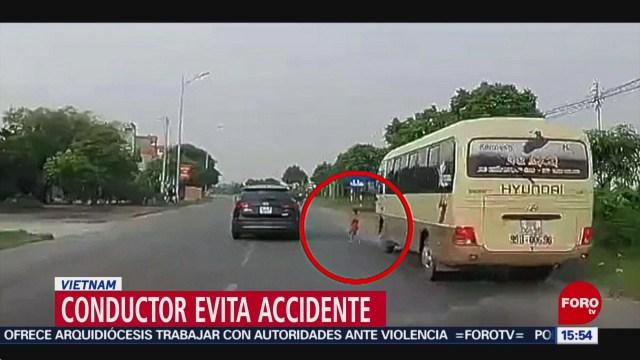 Foto: Conductor evita accidente en Vietnam