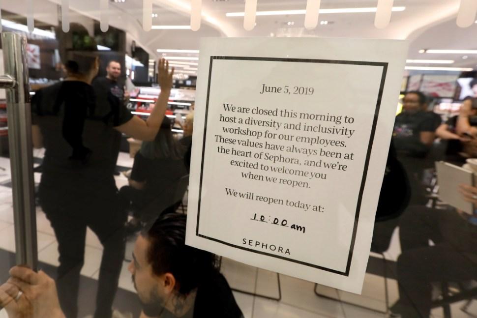 Foto: Empleados de las tiendas Sephora participan en curso contra racismo,5 de junio de 2019, Nueva York