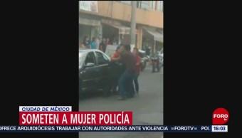 FOTO. Delincuentes someten a una mujer policía