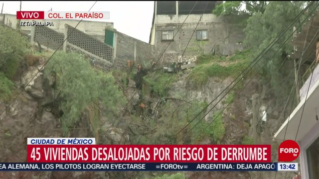 FOTO: Desalojan viviendas en Iztapalapa por riesgo de derrumbe