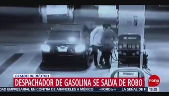 FOTO: Despachador de gasolina se salva de robo en Estado de México