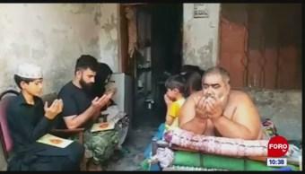 El hombre más obeso de Pakistán no se puede mover