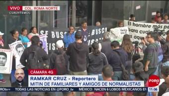 Familiares y amigos de normalistas de Ayotzinapa realizan mitin en CDMX