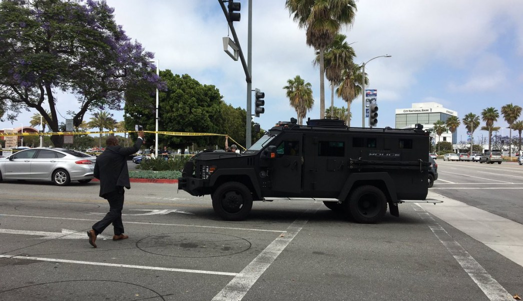 Foto: Servicios de emergencia custodiaron el centro comercial Torrance en Los Ángeles, EEUU. El 3 de junio de 2019