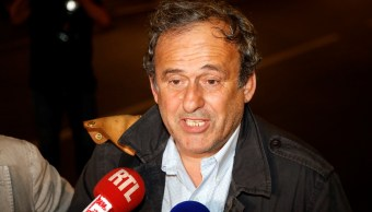 Foto: Michel Platini, expresidente de la UEFA, deja una estación de policía en Nanterrë, Francia. El 19 de junio de 2019