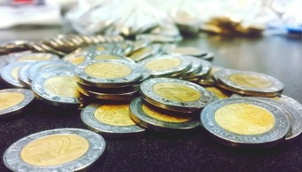 Foto: Monedas de 1 y 2 pesos mexicanos
