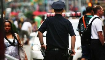Foto: Un oficial de Policía de New York City vigila Times Square. El 12 de agosto de 2013