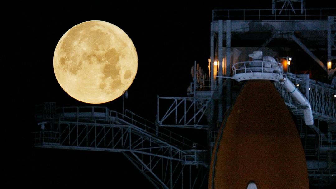 foto Descubren misteriosa y enorme masa enterrada en el lado oculto de la Luna 11 marzo 2009