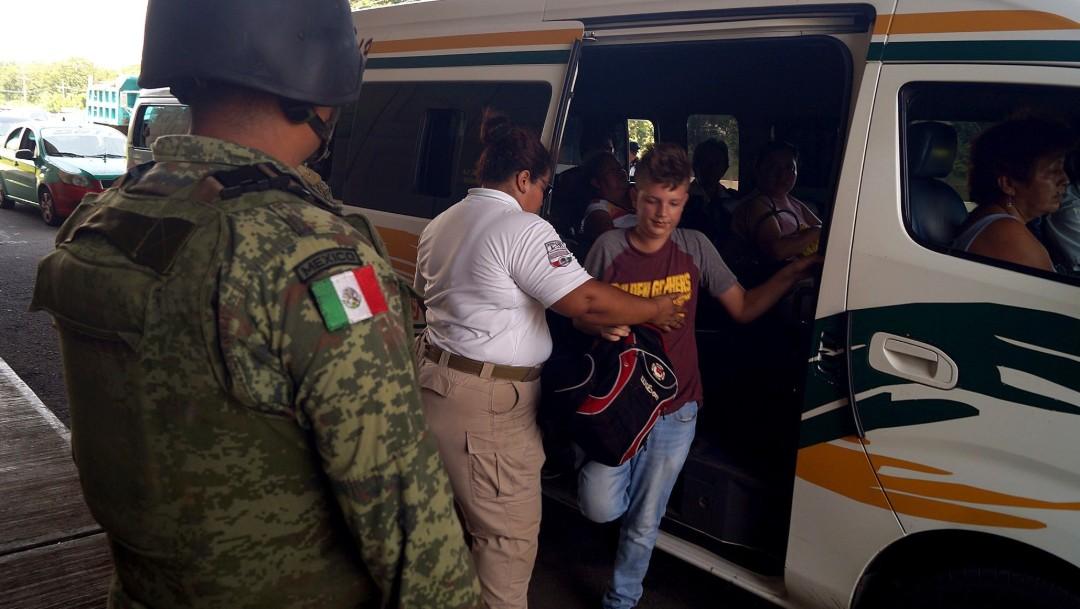 FOTO Elementos de la Guardia Nacional realizan controles junto con personal del Instituto Nacional de Migración (INM), en Tapachula, Chiapas (EFE 18 junio 2019 chiapas)