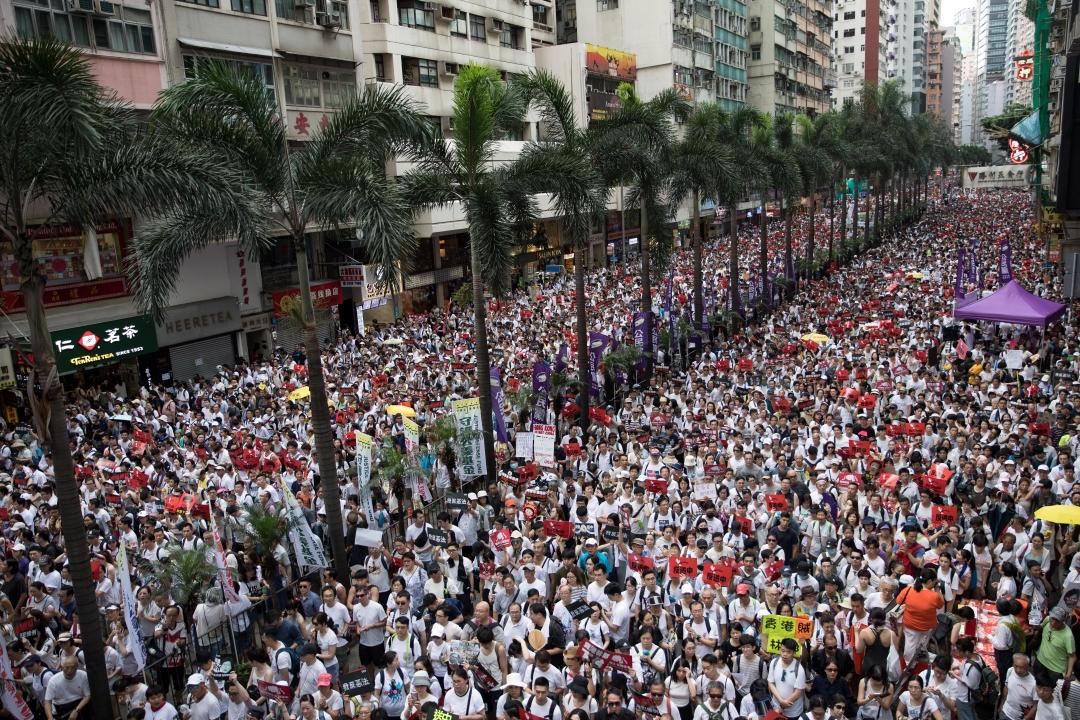 Foto: Decenas de miles de personas se manifestaron en Hong Kong en contra de la propuesta de ley de extradición, 9 junio 2019