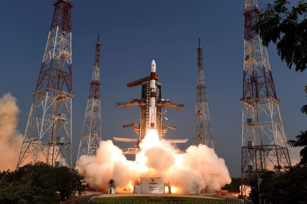 Foto publicada por la Organización de Investigación Espacial de la India del lanzamiento del Satélite Polar (PSLV) C-45, 13 JUNIO 2019