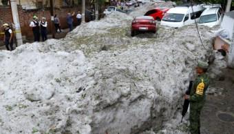 Continúan labores de limpieza en Guadalajara tras histórica granizada