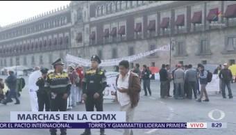 Maestros de Veracruz se manifiestan en el Zócalo