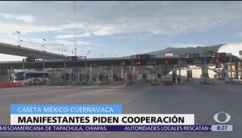 Manifestantes toman caseta México-Cuernavaca, piden cooperación a conductores