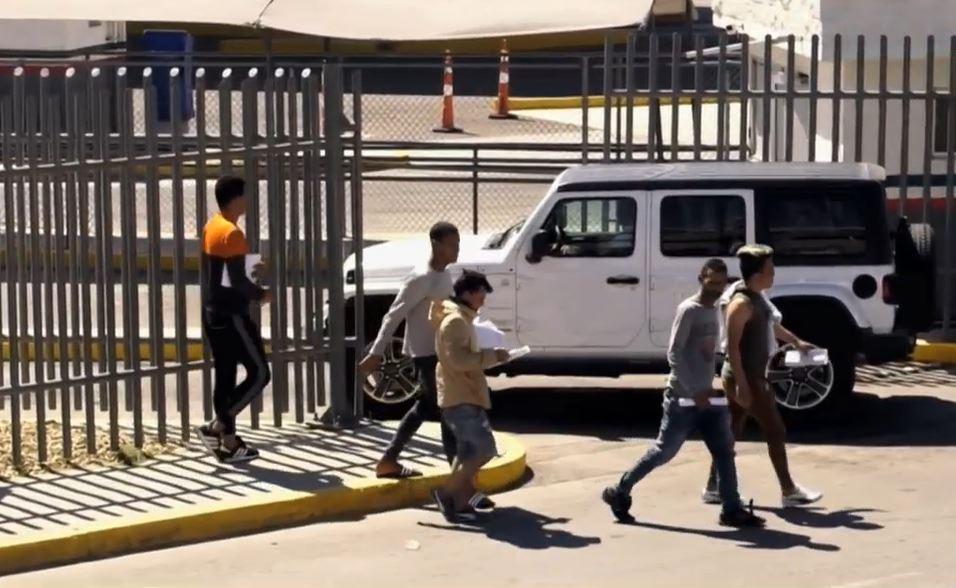 Foto: Un grupo de cubanos son deportados por Estados Unidos. (Noticieros Televisa)