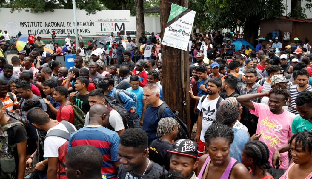 Polleros venden visas humanitarias a migrantes centroamericanos en Chiapas