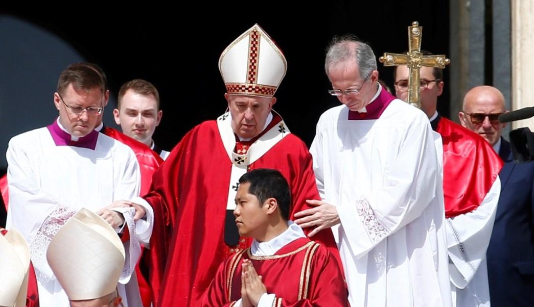 Foto: El Papa Francisco celebra misa de Pentecostés en la plaza de San Pedro en el Vaticano, junio 9 de 2019 (Reuters)