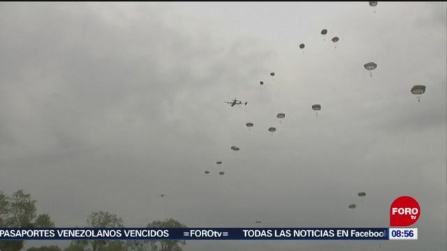 Paracaidistas recuerdan a soldados que participaron en desembarco de Normandía