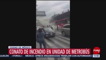 FOTO: Pasajeros sufren susto por conato de incendio en unidad del Metrobús