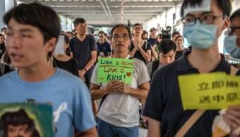 Foto: Manifestantes cerca del Consejo Legislativo en Hong Kong, junio 15 de 2019 (Getty Images)